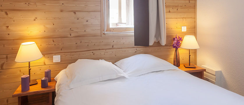 France_La-Plagne_les_Constellations_Apartments_bedroom.jpg